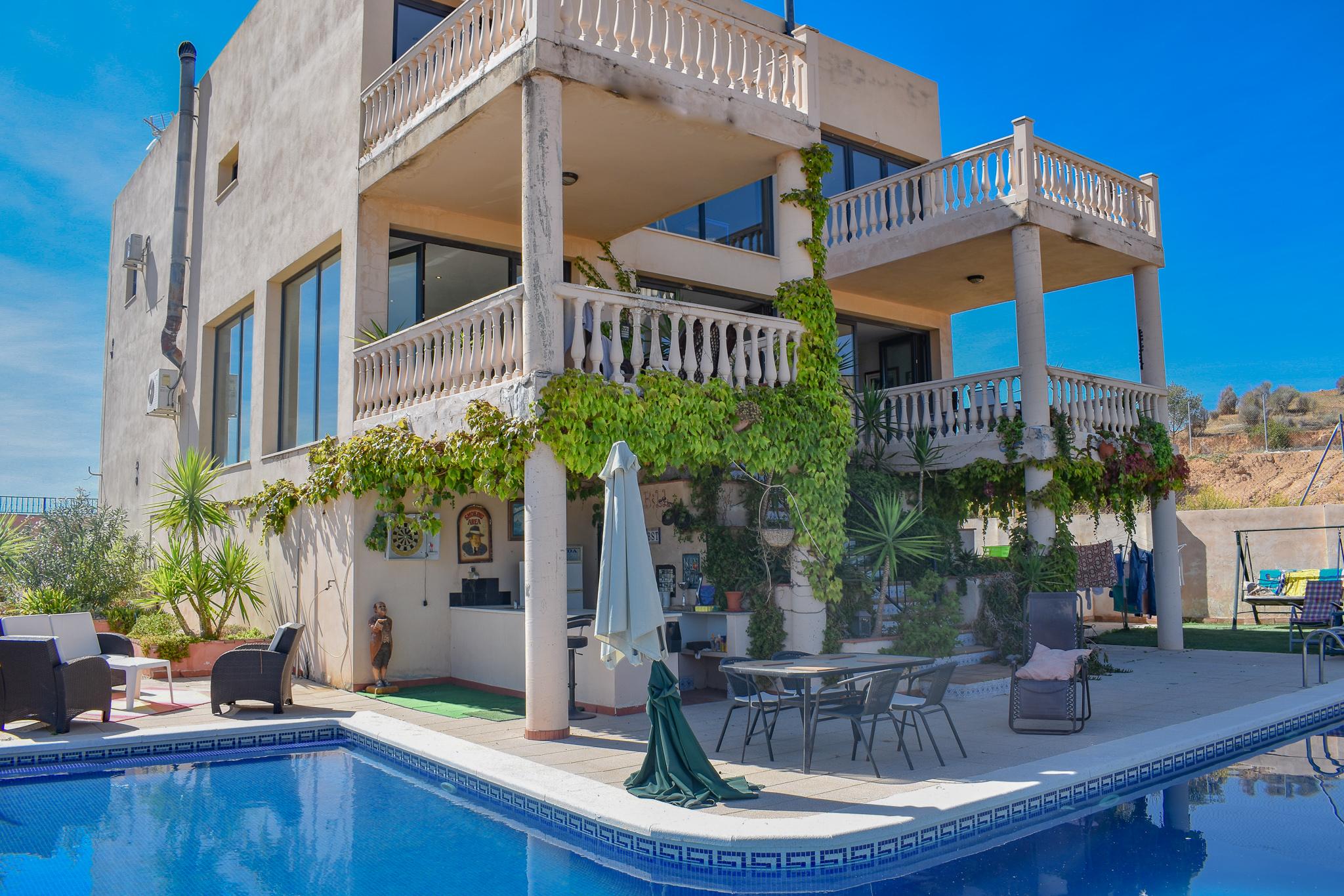 Detached villa for sale in Loja, Luxurious villa for sale inbetween granada city and Malaga city Spain. Exclusive with Granada estate agency.